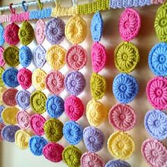 モチーフつなぎ/モチーフ/のれん/カラフル/編み物/ハンドメイド 自室用ののれんが欲しくなってコイル編みの…