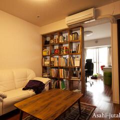 本棚/リビング オープン本棚を洋室とリビングの間仕切りと…