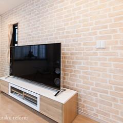 クロス/壁紙/レンガ/テレビコーナー テレビコーナーのある壁にはレンガ調の壁紙…