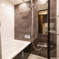 バスルーム/浴室/ホテルライク/シック シックな色合いでまとめたバスルーム。入口…
