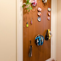 リフォーム/リノベーション/住まい/マンション/玄関/廊下/... 廊下の壁に有孔ボードで収納スペースをつく…