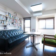 本棚/ブックシェルフ/収納/壁面収納/リフォーム/リノベーション/... お部屋の両側の壁いっぱいに、天井から床ま…