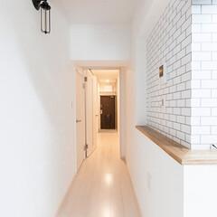 廊下/カフェ風/サブウェイタイル/ダクトむき出し/ブラケットライト/リフォーム/... カフェのような趣のある廊下。天井・壁のク…