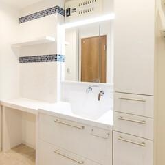 リフォーム/リノベーション/住まい/建築/マンション/洗面室/... 洗面化粧台とトールキャビネット、腰をかけ…