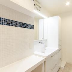 リフォーム/リノベーション/住まい/建築/洗面室/洗面所/... カウンター部分のタイル壁にはコンセントプ…
