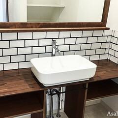 洗面室/洗面台 洗面台は下の配管をあえてむき出しにし、オ…
