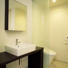 洗面/トイレ/サニタリー シンプルなデザインのサニタリースペース。…