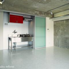 キッチン/業務用/ステンレス/クール/無機質 リビングの一角にある簡単なキッチンコーナ…