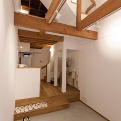 コンクリート/土間/ギャラリー 玄関を入ってすぐのギャラリースペース。飾…