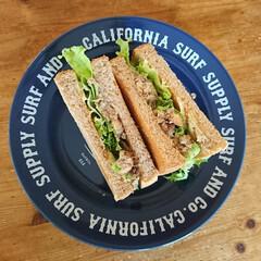 サンドイッチ/おうちカフェ/カフェ風/西海岸/食器好き/フード サバ缶のサンドイッチでーす(^_^)