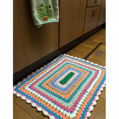 グラニースクエア/キッチンマット/かぎ針編み/ハンドメイド/100均/インテリア 今年の冬初の編み物😊 ウォーミングアップ…