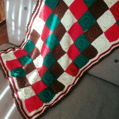 ブランケット/モチーフ編み/ハンドメイド/DIY 大きめのブランケット出来たー😆🎶 時間を…