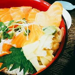 海鮮丼/サーモン/おでかけ/浅草/フード/グルメ サーモン丼❤ 1200円。 デザートとお…