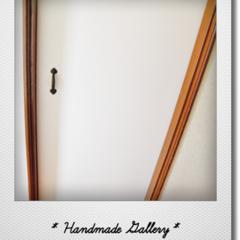 キッチン/DIY/ペイント/リメイク/アイアンハンドル/引き戸 わが家のキッチンドアは濃い木目で重い引き…