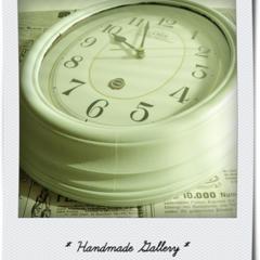ハンドメイド/クラフト/DIY/リメイク/ペパーミントグリーン/ペイント/... ウォールナットの木目がきれいな掛け時計。…