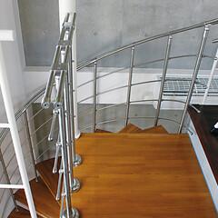 らせん階段/らせん階段施工例/階段組立キット/階段/集成材/ティ・エス・シー/... スチール+タモ集成材による美しいフォルム…
