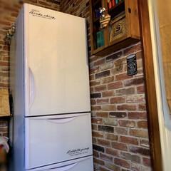 お気に入り/ステッカー/冷蔵庫リメイク/ダイソー/100均/キッチン/... シンプルな真っ白い冷蔵庫に、ステッカーを…