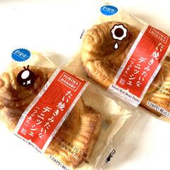 新商品/ファミマベーカリー/ファミリーマート/パン/つぶあん/たい焼きみたいなデニッシュ パッケージのお目々が何種類かあって、可愛…(1枚目)