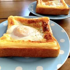 置きごはん/卵トースト/朝ゴパン/朝ごはん 今日の朝ごはん(*´꒳`*) 今朝はバタ…