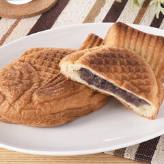 新商品/ファミマベーカリー/ファミリーマート/パン/つぶあん/たい焼きみたいなデニッシュ パッケージのお目々が何種類かあって、可愛…(2枚目)