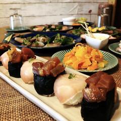 料理/おもてなし料理/パーティー料理 マグロキムチ軍艦と生ハムの手毬寿司。 一…