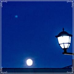 月/空 月と 星と 街灯 夕方 買い物帰り 暗く…(1枚目)