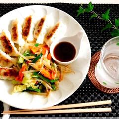 ワンプレート/餃子/あり合わせ/フード/おうちごはん 今日の 一品 餃子と 野菜炒め  冷蔵庫…