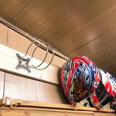 バイクヘルメット掛け/バイクヘルメット収納/バイク/バイクヘルメットホルダー/ヘルメットホルダー/DIY収納/... 最近バイクでツーリングが増えたので! 会…