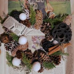Christmas/イメージ中/クリスマスリース作り/リース/英字リボン/フェイクグリーン/... 蓮も置いてみた~ヽ(´∀`)ノ って、い…