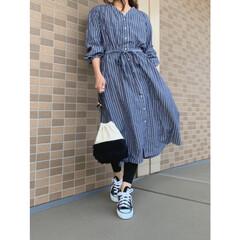 コンバース/グローバルワーク/ママファッション/ママコーデ/コーディネート/プチプラファッション/... ストライプのシャツワンピにレギンスコーデ…