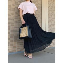 ママファッション/ママコーデ/ザラ/ジーユー/GU/コーディネート/... guのスムースTのピンクに黒のプリーツス…
