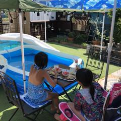 ガーデニング/タープテント/パラソル/人工芝/手作りのお庭/プール 娘とお友達と夏のプール。 日焼けした肌が…