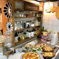 カレー/ディアウォール/調味料棚/夜ご飯/おうちごはん/おうちごはんクラブ/... こんばんわ。 残りカレーにチーズ乗せて焼…