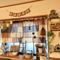 インテリア雑貨/カフェカーテン/ハンドメイド/ガーランド/出窓ディスプレイ/出窓/... おはようございます♡ 我が家の出窓ディス…