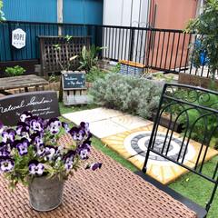 すのこ/ウェルカムボード/手作りのお庭/人工芝/ガーデニング 今朝のお庭です:.* ♡(°´˘`°)/…