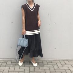 プリーツスカート/きれいめカジュアル/30代コーデ/ママファッション/ママコーデ/ダスティブルー/... コーデ   さし色は ダスティブルー💙 …