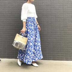 ママコーデ/ファッション/ママファッション/スカートコーデ/花柄スカート/ロングスカート/... コーデ   キレイなカラーの 花柄スカー…