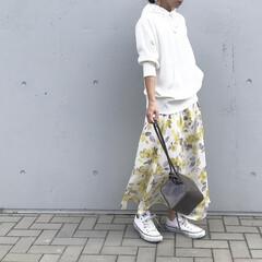 30だ代ファッション/30代コーデ/ママファッション/ママコーデ/花柄スカート/カジュアルコーデ/... いつかのコーデ   カジュアル💛 きれい…