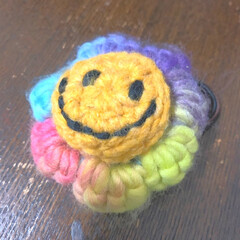 ヘアゴム/フォロー大歓迎/はじめてフォト投稿/ハンドメイド/雑貨/セリア セリアで買った毛糸でヘアゴム制作 ニコち…