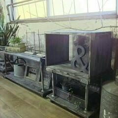 インダストリアル/スクエアボックス/テーブル/棚/鋼製束/ホームセンターマニア/... 鋼製束で作った棚です☆右側の棚は上の箱部…