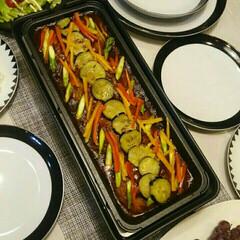 スリムホットプレート 2枚組 ブラック 山善 YOF-W120   山善(たこ焼き器)を使ったクチコミ「野菜たっぷり煮こみハンバーグ☆ こうする…」