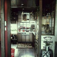 L字型キッチン/キッチン入口/キッチン わが家のリビングから見えるキッチン入口で…