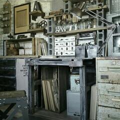 足場板古材/足場板/廃材/パレット/アトリエ/作業部屋/... 和室を改造して作った作業部屋の作業机です…