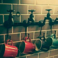 キッチンアイテム/キッチン雑貨/キッチン/見せる収納/蛇口/バルブフック/... キッチンのシンク近くのレンガタイルの壁で…