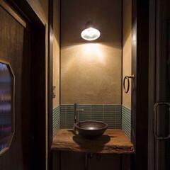 リノベーション/リフォーム/インテリア/住まい/インテリアコーディネート/インテリアデザイン/... 「陰影」を楽しむ和の空間。壁に用いた藁す…