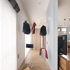 ミサワホームイング/家事スペース/家事コーナー/ワイヤーアクセサリー/耐力壁/インテリアデザイン/... 雨が降っても室内で洗濯物を乾かせる室内物…