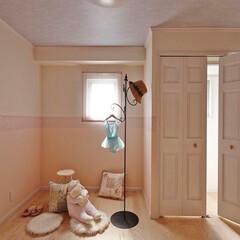 ミサワホームイング/ロマンチック/子供室リフォーム/子供室/子供部屋/ボーダークロス/... 淡いピンク色でまとめた子供部屋。壁紙はボ…