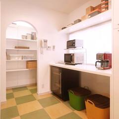キッチン/インテリア/リノベーション/リフォーム/住まい/収納/... キッチンとひと続きの収納スペース。奥の小…