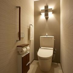 リフォーム/インテリア/住まい/リノベーション/インテリアデザイン/インテリアコーディネート/... 照明と壁紙の工夫で癒しのトイレにリフォー…