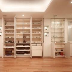 ミサワホームイング/収納リフォーム/食器棚/収納/ダイニング/リビング/... 美しい邸宅のダイニング脇の壁面収納。天井…